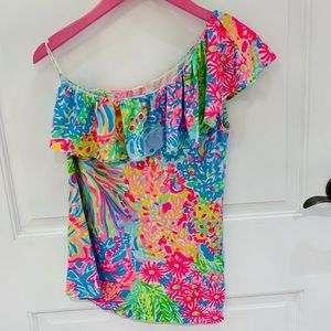 Lilly Pulitzer one shoulder top in lovers coral!
